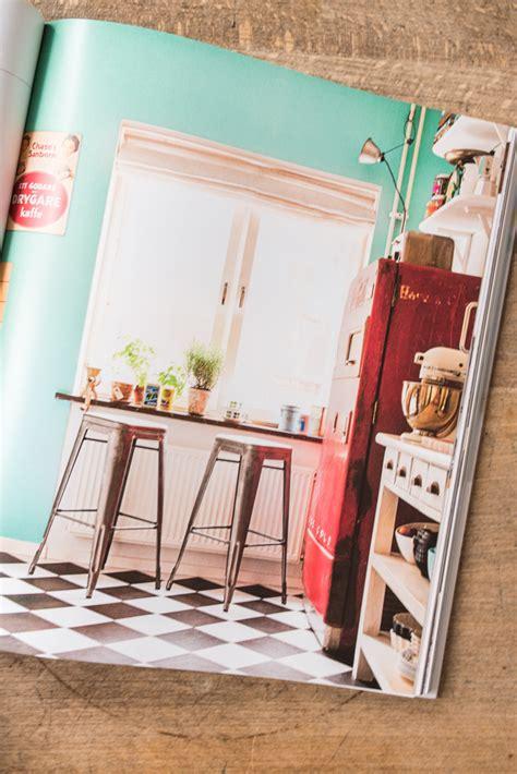 tapete bücherregal muster tapete wohnzimmer