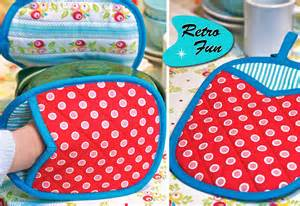 Retro fun quilted mitt pot holders sew4home