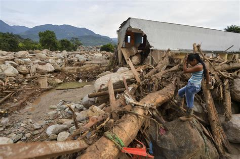 Find In Colombia Colombia Mudslide Sends Rescuers And Relatives On Race To Find Survivors The New