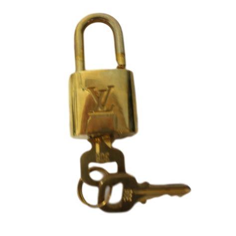 petit cadenas louis vuitton petite maroquinerie louis vuitton cadenas m 233 tal dor 233 ref