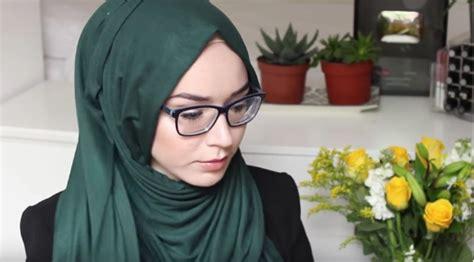 tutorial hijab wanita berkacamata tips dan tutorial hijab untuk wanita berkacamata
