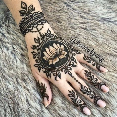 henna tattoo name best 25 forearm name tattoos ideas on