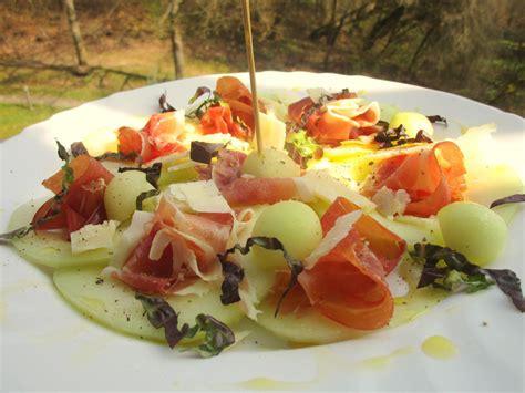 melone mit schinken anrichten carpaccio mit melone schinken und parmesan balke