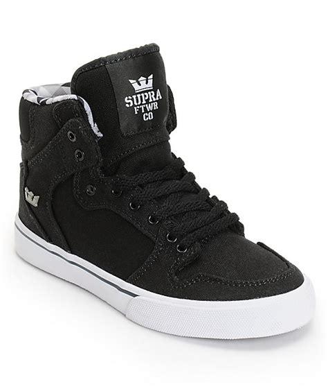 supra boys vaider black white skate shoes at zumiez pdp