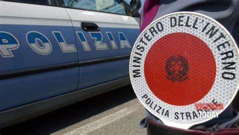 polizia stradale di pavia vende la porsche 5 volte 59enne denunciata il cruscotto
