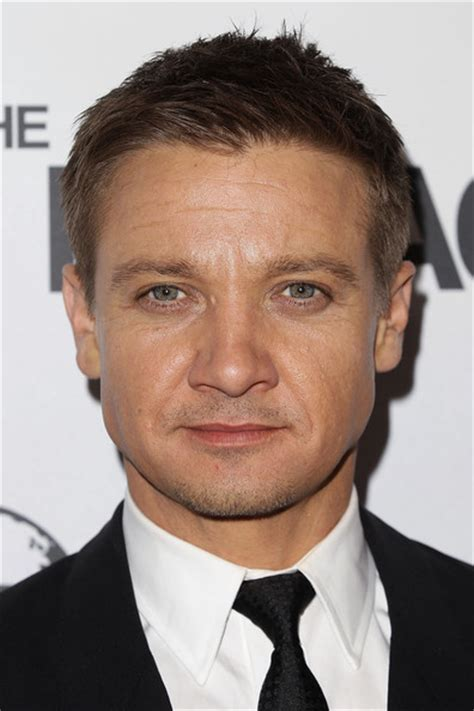 jeremy renner hairstyle more pics of jeremy renner men s suit 7 of 19 jeremy