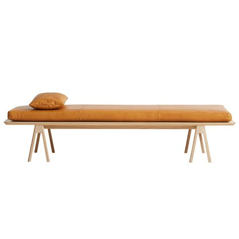 cuscini pelle woud cuscino in pelle level per daybed cognac