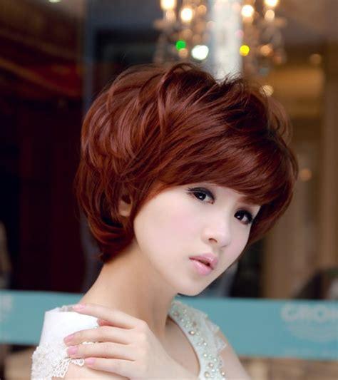 model rambut keriting pendek  bisa membuatmu tampil