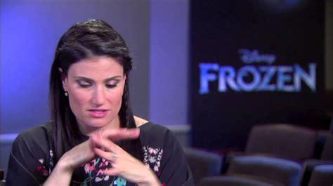 Popbytes Interviews Idina Menzel by Frozen Idina Menzel Quot Elsa Quot On Set
