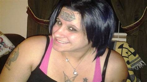 girl with drake tattoo on forehead woman wants 420 tattoo removed from forehead