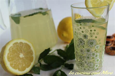 sciroppo di limoni fatto in casa sciroppo di limoni ricetta bevanda fresca e dissetante
