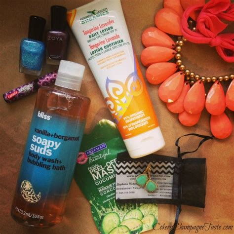 Swag Giveaways - a thankful fashion and beauty swag bag giveaway