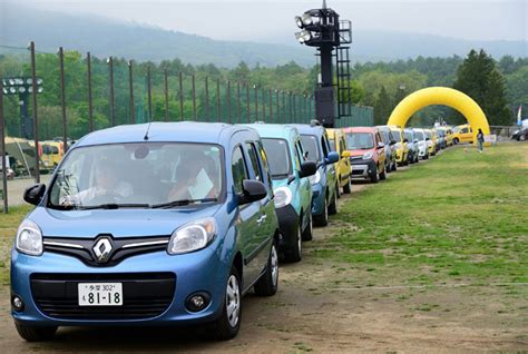 kangoo attracts crowds to mount fuji groupe renault