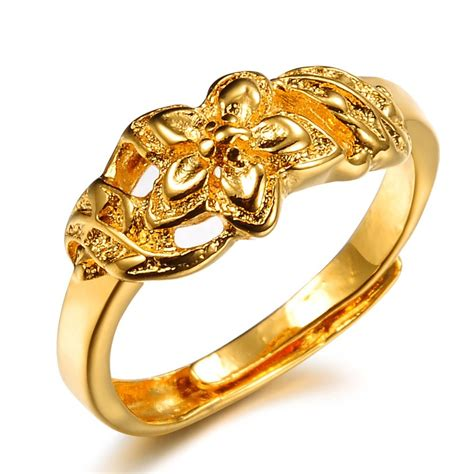 gold wedding ring on finger hd gold ring diamantbilds