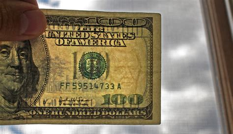 Best Paper To Make Counterfeit Money - the 8 best ways to spot counterfeit money dailyfinance