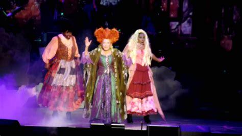 bette midler concert omg bette midler brought hocus pocus back into 2015 last