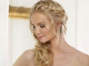 Corona de trenza para el peinado de novia con cabello recogido