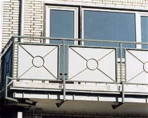 balkongeländer aus metall balkongel 228 nder aus metall f 252 llungen farblich der fassade