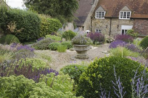 Cottage Garden Planting Scheme by Leaves Of Grass 9 Ways To Create Curb Appeal With Perennial Grasses Gardenista