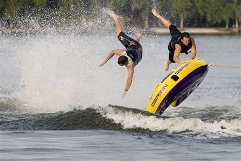 speed boat wipeout 29 water tubing wipeouts ouch gallery ebaum s world