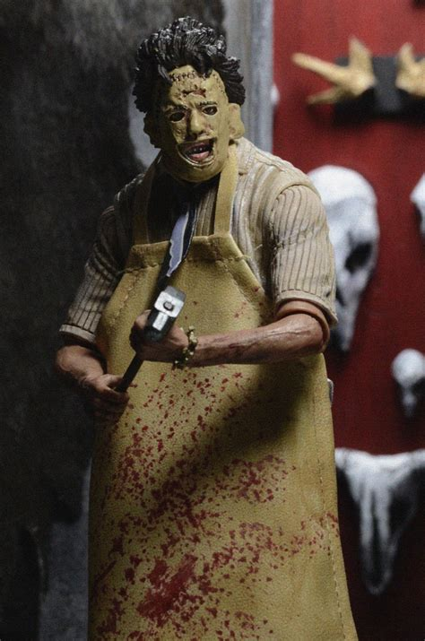 Wholesale Giftware And Home Decor Closer Look Texas Chainsaw Massacre Ultimate Leatherface