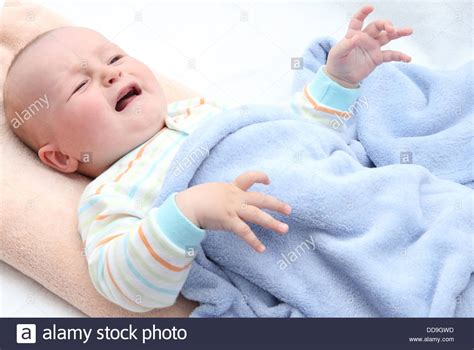 Kleines Baby Im Bett Weinen Stockfoto Bild 59832457 Alamy