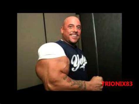 imagenes d hombres fuertes brazos biceps enormes imagenes los hombres mas musculosos