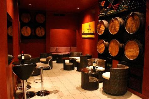 aaron s and wine bar tinto blanco wine bar belize city restaurant reviews