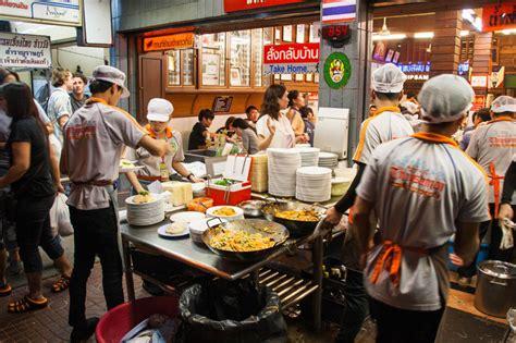 thai restaurants  eat   local  bangkok