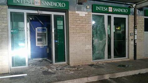 banca intesa ostia rapina quot col botto quot all axa ladri fanno saltare in la
