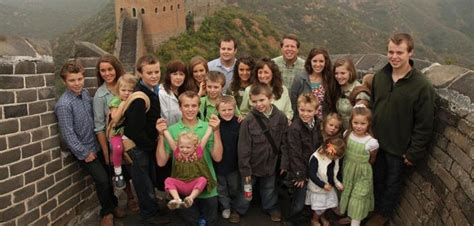 tlc pulls 19 kids and counting citing heartbreaking tlc finally pulls 19 kids and counting after josh duggar