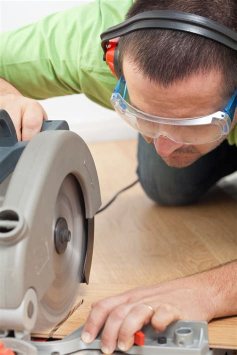 Cutting Formica Countertop Circular Saw by How To Install Laminate Flooring Around Doors