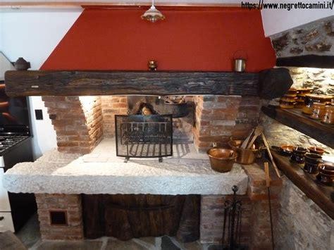 camini da taverna camino rustico da taverna con secchiaio in marmo