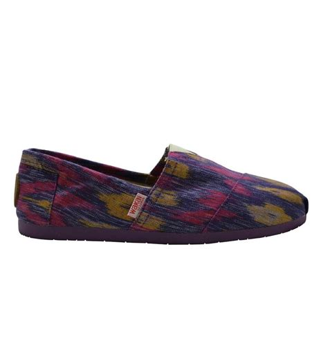 wakai shoes japan kara made from tenun ikat