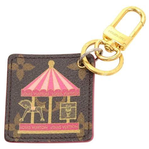 louis vuitton illustre carousel monogram gold tone key