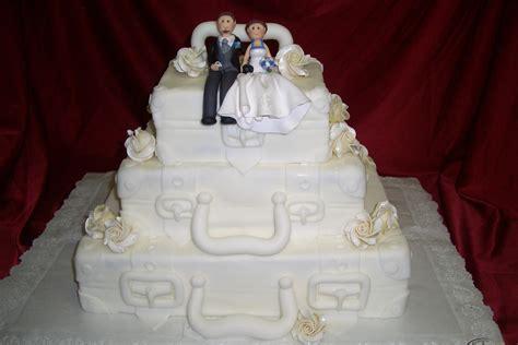 Hochzeitstorte Koffer by Hochzeitstorten Konditorei Und Cafe Maa 223