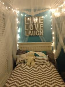 Diy Canopy Bed Dorm by 20 Diy Dorm Canopy Beds Decorazilla Design Blog