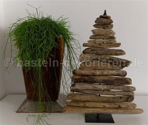 weihnachtsbaum aus schwemmholz tannenbaum aus schwemmholz basteln und dekorieren