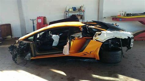 lamborghini crash highway crash leaves lamborghini aventador sv in bits