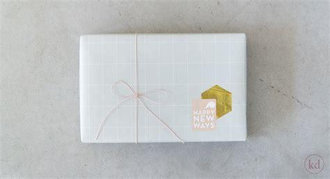grid pattern wrapping paper kadopapier tall grid sage green