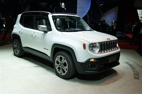 jeep boss mike manley 2015 jeep renegade limited show floor on stand photo 14