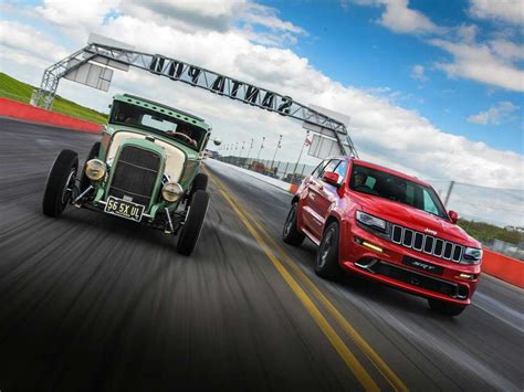 drag race نبرد جیپ گرند چروکی srt با یک خودروی هات رود در مسابقه