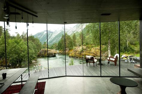 ex machina movie house