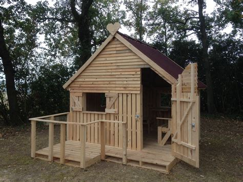 Pallet Cabins by Diy Pallet Hideout For The Home Design Garden
