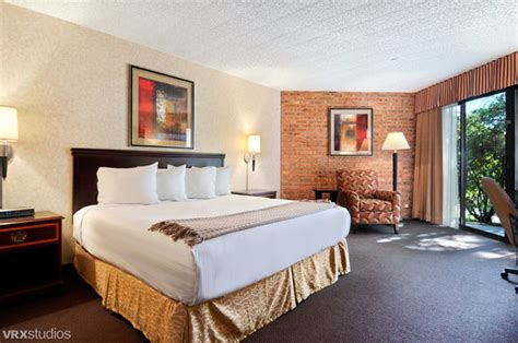 clock tower resort rockford il hotel reviews