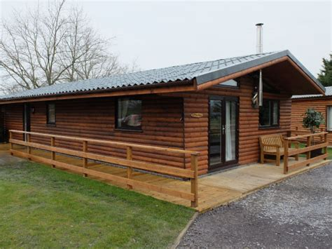 log cabins with tubs in wales llannerch