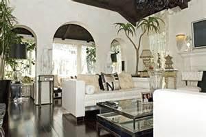 paris hilton bedroom paris hilton selling hollywood hills home for 4 25