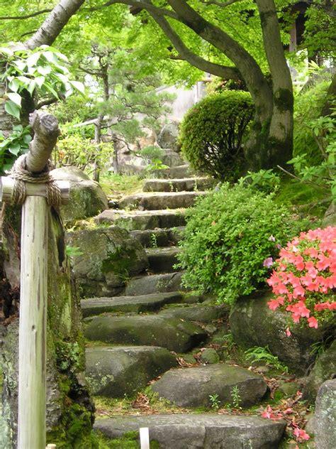 quest   knowledge japan  pretty gardens