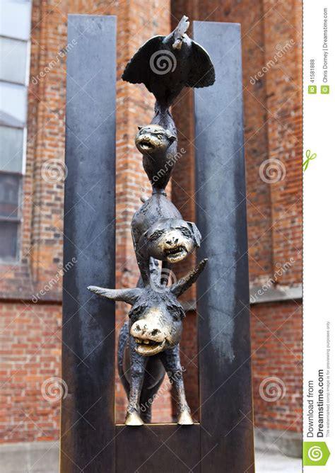 les musiciens de br 202 me lire c est partir les musiciens de ville de la sculpture de br 234 me 224 riga photo stock image 41581888