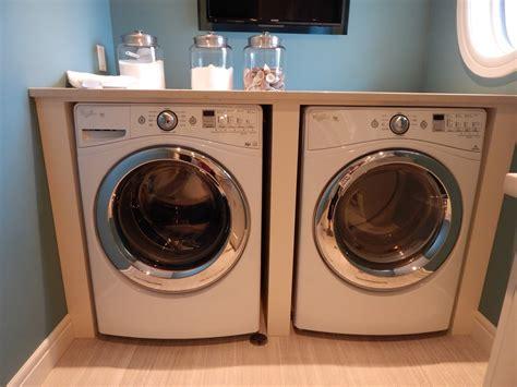 waschmaschine und trockner in der küche den trockner auf die waschmaschine stellen so wird die
